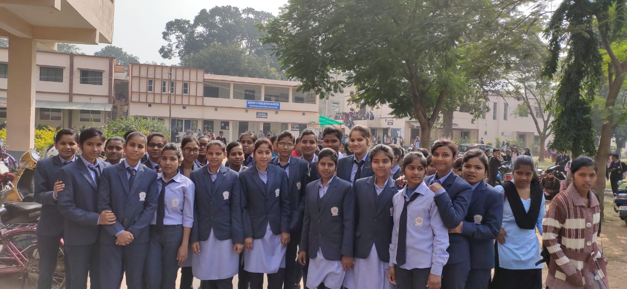 Students of BMLT in college campus