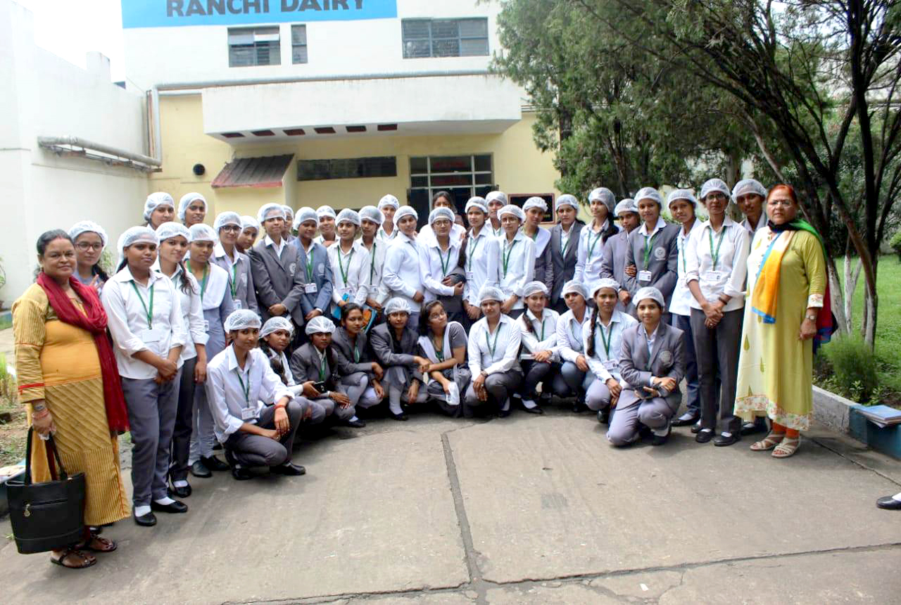 A visit to Sudha Dairy in Ranchi by Sem 2